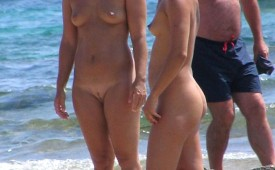21254-Sporty-nude-babes-laughing-together-at-the-beach.jpg