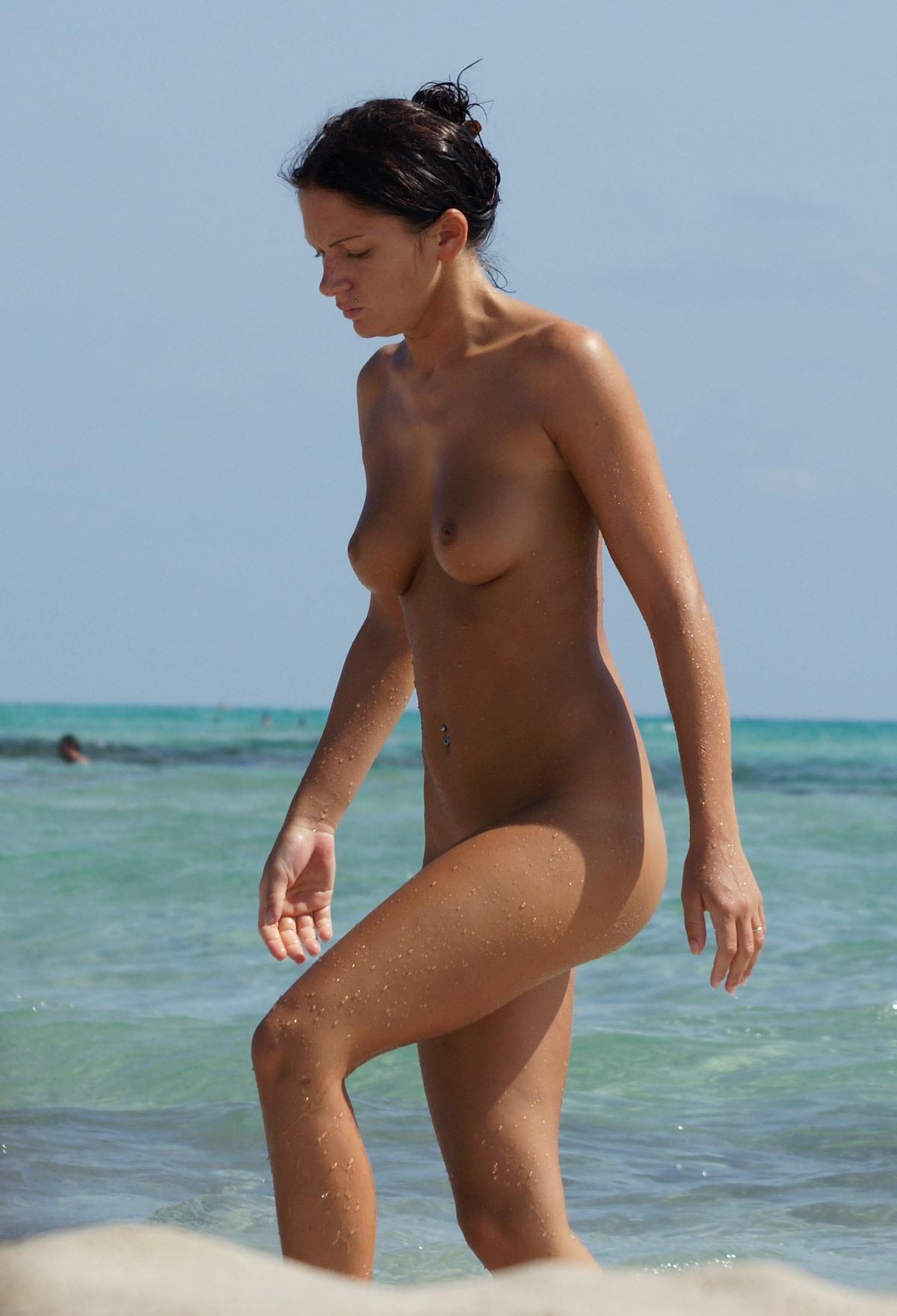 Nude beach hotties