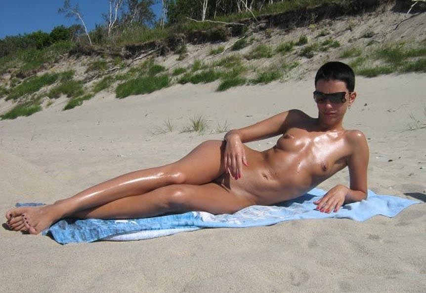 Hot girl tanning her naked and slippery body
