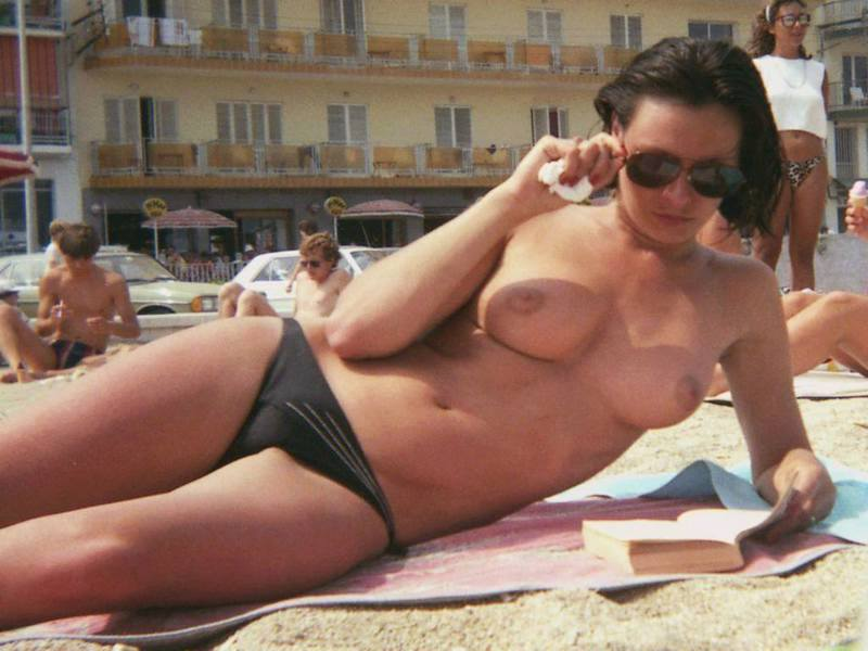 Foxy babe topless tanning in public