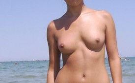 21336-Hot-chick-with-an-attitude-baring-her-breasts-at-the-beach.jpg