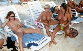21348-Large-group-of-friends-hanging-out-on-the-beach-fully-nude.jpg