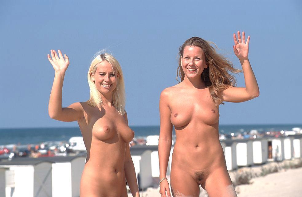 Two hotties with nice bodies waving hello