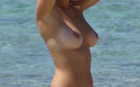 24758-Beautiful-girlfriend-showing-her-nudity-and-furry-muff.jpg