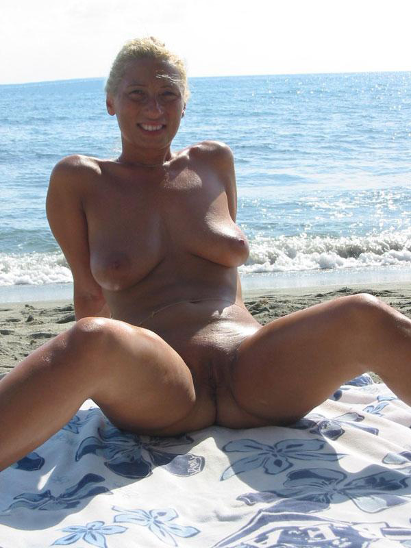Confident blonde showing all of her goods