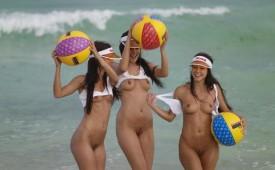 500-Naked-hotties-having-fun-in-the-water.jpg