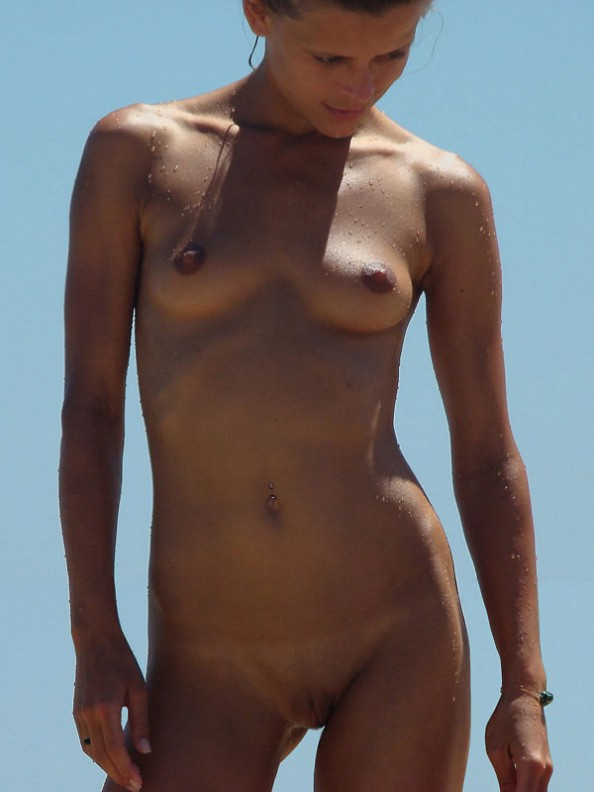 Nude babe spied on the beach and exposed