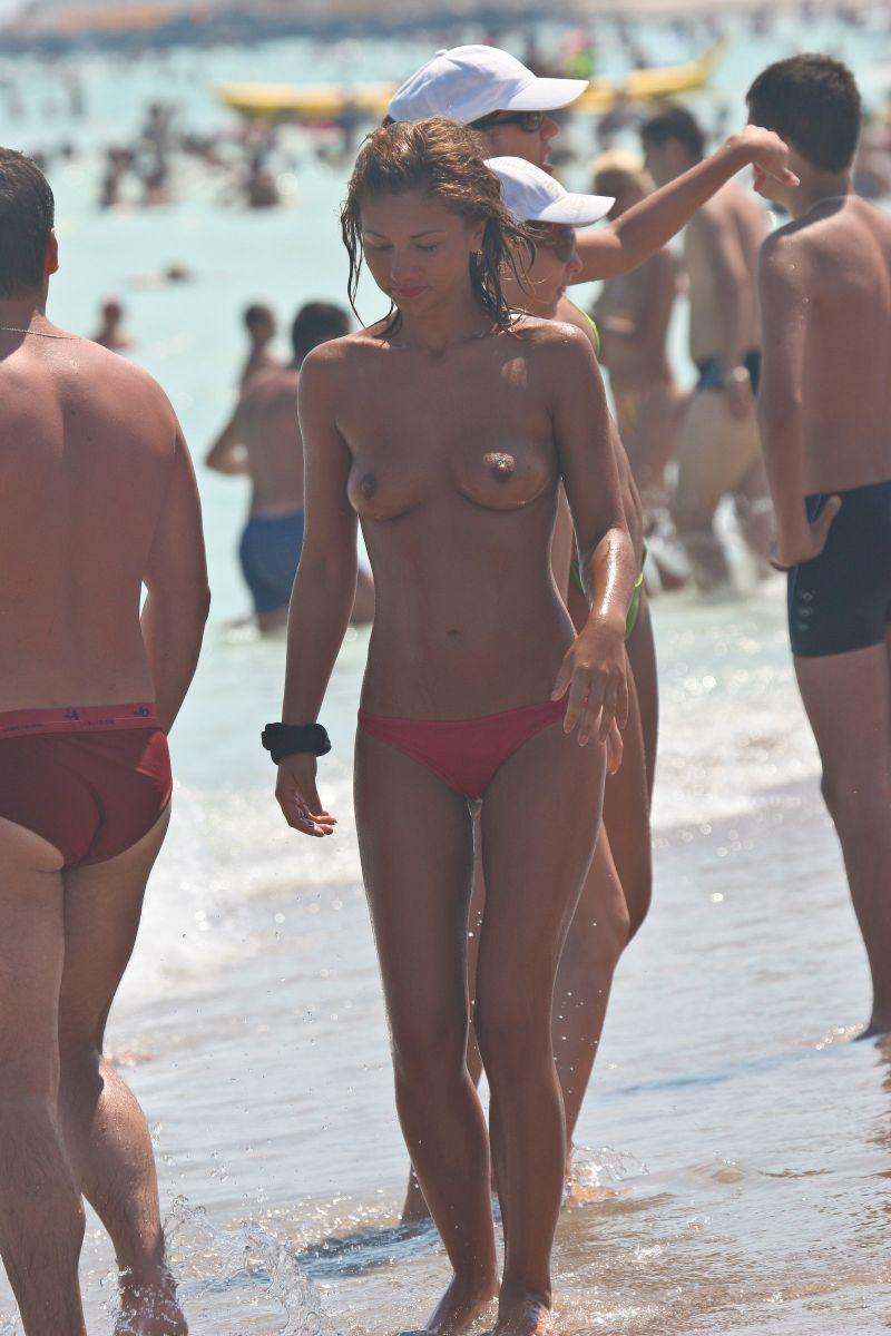 Topless hottie exposed by hidden cam
