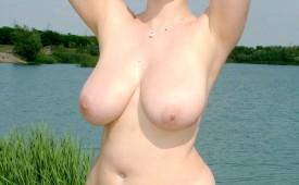 602-Voluptuous-naturist-babe-revealing-her-beaver.jpg
