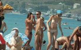 618-Group-of-friends-enjoying-the-nude-beach.jpg