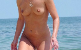 630-Hot-naked-girl-spied-while-exits-from-water.jpg