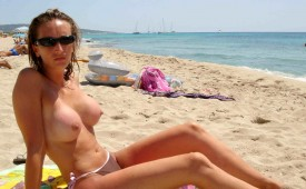 700-Hot-topless-chick-on-the-sunny-beach.jpg