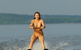 768-Nude-beautiful-babe-skying-on-water.jpg