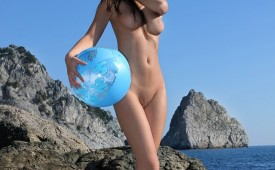 774-Nude-hottie-with-her-favorite-beach-ball.jpg
