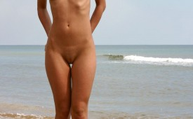 785-Nude-blonde-cutie-with-an-awesome-landscape.jpg