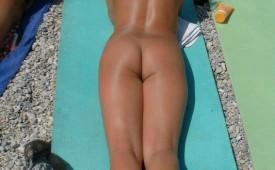 21314-Blonde-hottie-with-a-smokin-body-tanning-nude.jpg