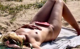 21318-Skinny-blonde-napping-topless-in-the-sand.jpg