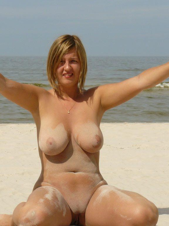 Nude and voluptuous girlfriend likes to play in sand