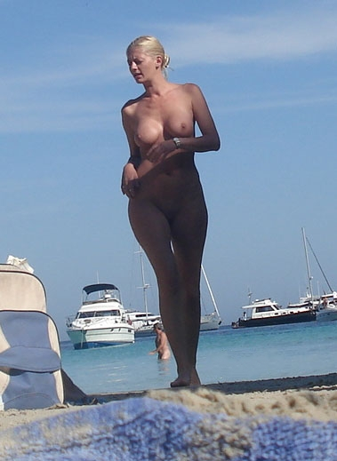 Super sexy blonde strutting nude on the beach