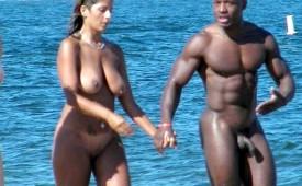 112-Horny-couple-walking-naked-on-the-sea-shore.jpg