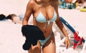 115-Hot-babe-caught-wearing-sexy-bikinis.jpg
