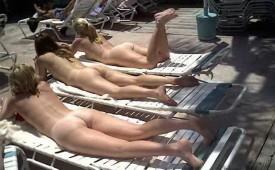 155-Naked-girls-show-their-booty.jpg