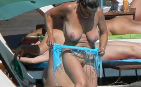 160-Mature-woman-reveals-shaved-pussy.jpg