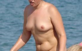 188-Nude-lady-show-her-body-for-voyeurs.jpg