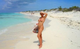 193-Nude-hottie-on-white-sands.jpg