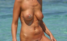 194-Nude-lady-showing-her-appetizing-fuzzy-muff.jpg