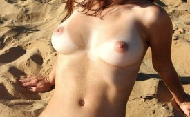 746-Nude-babe-reveal-her-shaved-pink-muffin.jpg