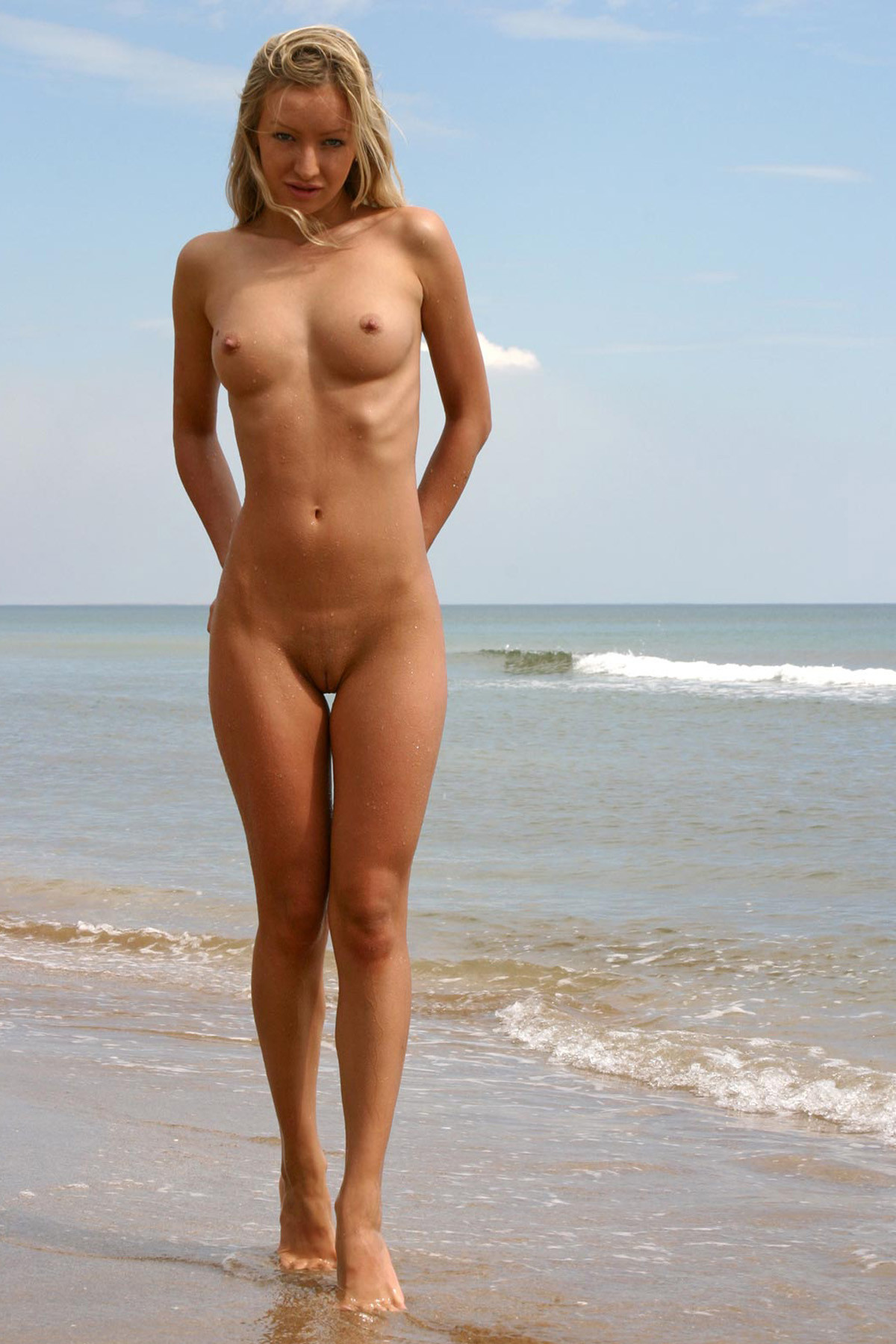 Nude blonde cutie with an awesome landscape